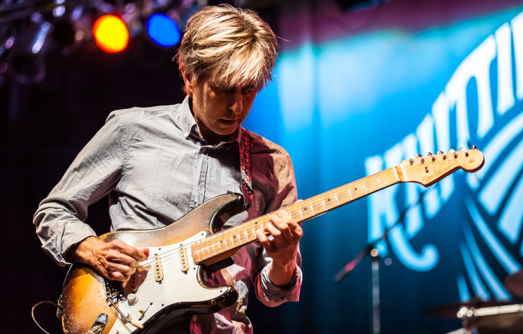 "Eric Johnson shows a new side of him with ""EJ"""
