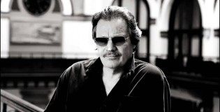 "Delbert McClinton blends blues and jazz with ""Prick of the Litter"""