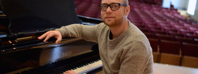 Martin Lindholm brings the dawn with the album Gryning