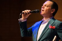 "Kurt Elling brings up the holiday spirit with ""The Beautiful Day"""